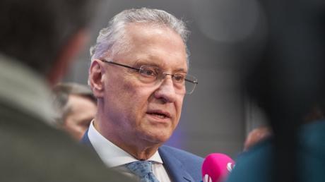 Bayerns Innenminister Joachim Herrmann will sich von der Türkei nicht erpressen lassen.