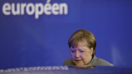 «Wir werden also auf das Thema zurückkommen müssen». - Bundeskanzlerin Angela Merkel verlässt den Sondergipfel in Brüssel.