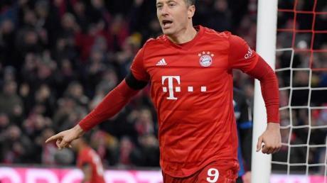 Robert Lewandowski jubelt über sein Tor zum 3:2 gegen den SC Paderborn.