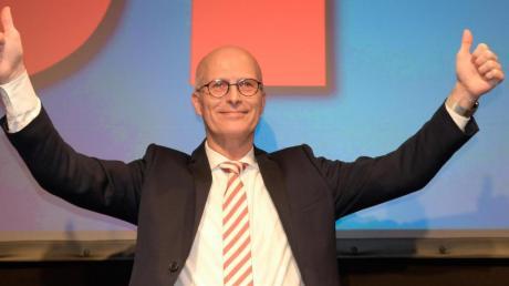 SPD-Spitzenkandidat und Erster Bürgermeister Peter Tschentscher auf der Wahlparty seiner Partei: In den Pressestimmen bekommt er nach der Wahl in Hamburg Lob.