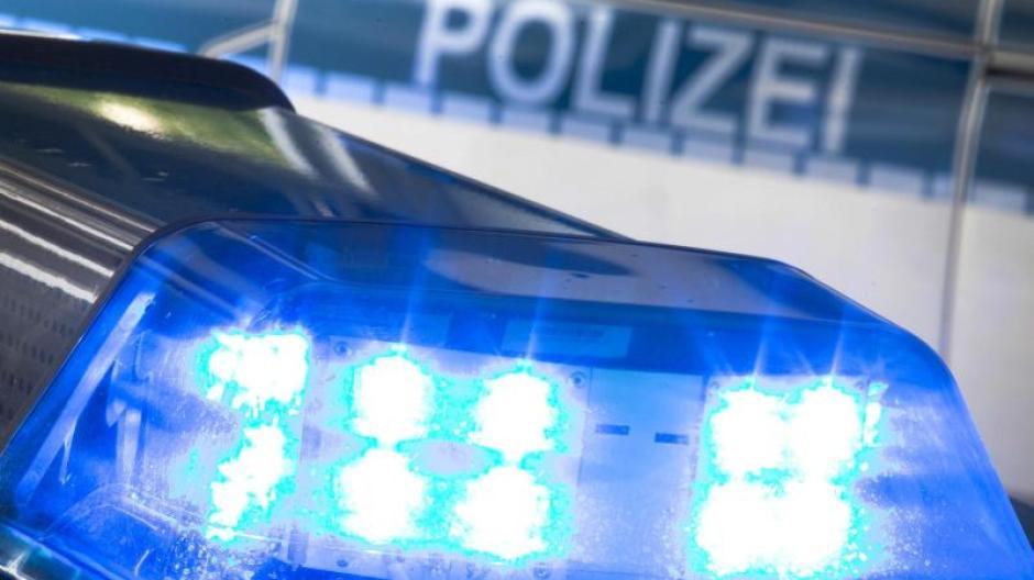 Eine 38-Jährige hat am Freitag im oberbayerischen Manching ihre beiden Töchter (drei Jahre und zehn Monate) mit einem Messer getötet. Danach stürzte sie sich in den Tod.