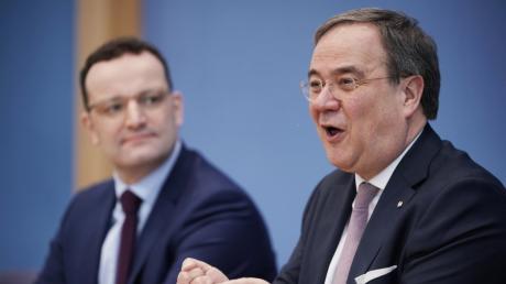 Jens Spahn und Armin Laschet bei einer Pressekonferenz zu einer möglichen Kandidatur für den CDU-Vorsitz.