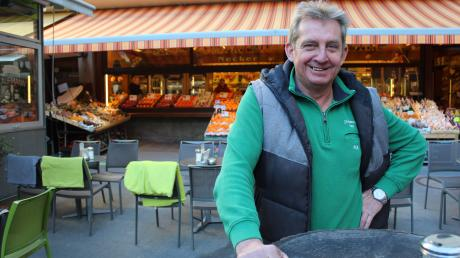Hans Ceslik sorgt auf dem Augsburger Stadtmarkt für Ordnung. Und das seit 29 Jahren.