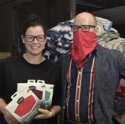 Sina Trinkwalder hat den Urbandoo entwickelt – einen Schal mit Atemschutzfilter.