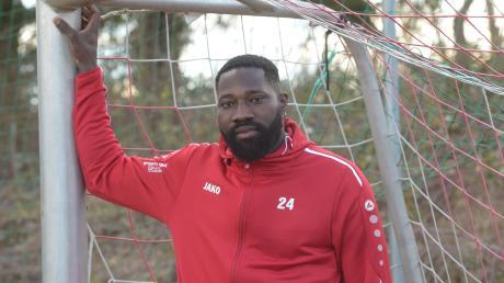 Esse François Akpaloo hat immer wieder mit Rassismus zu kämpfen. Auch auf dem Fußballfeld wird der Stürmer des SC Bubesheim von Gegenspielern beleidigt.