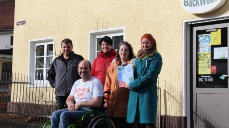 In Schmiechen haben sich Geschäftsleute für eine Gewerbeschau zusammengeschlossen: von links Christian Mutter, Marion Kölz, Monika Thurner, Katharina Velt und vorne Josef Kölz.