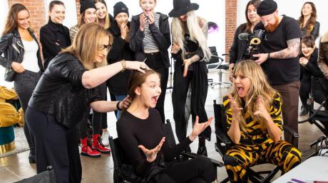 GNTM 2020 gestern am 27.2.20 mit Folge 5: Anastasia musste sich von ihrer langen Haarpacht verabschieden.