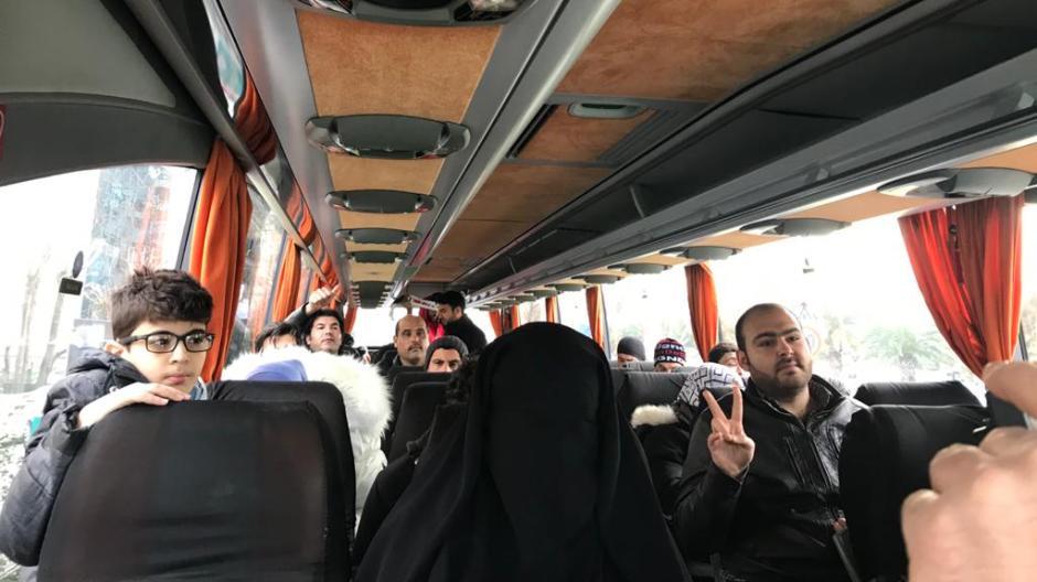 Syrische Flüchtlinge in einem Reisebus, der sie von Istanbul an die griechische Grenze bingen soll.
