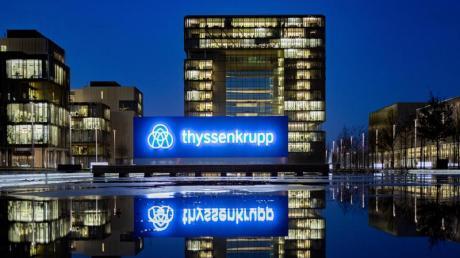 Der Stahlgigant Thyssenkrupp hat bereits Tafelsilber verkauft, um Kasse zu machen. Nun könnte das Stammgeschäft abgegeben werden: der Stahl.