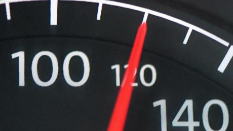 Eine Höchstgeschwindigkeit von 120 Kilometern pro Stunde würde 2,6 Millionen Tonnen CO2 pro Jahr vermeiden.