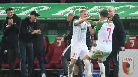 Philipp Max (links) und Florian Niederlechner haben in dieser Saison gute Statistikwerte. Offenbar aber reicht das noch nicht, um auch von Bundestrainer Joachim Löw berücksichtigt zu werden.