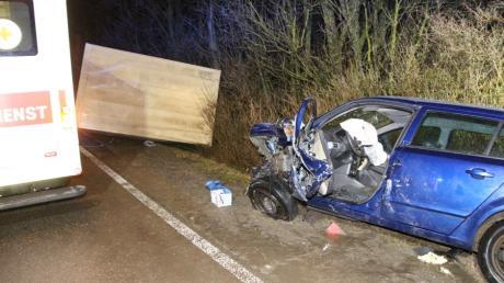 Vier Menschen sind bei einem Unfall im Landkreis Donau-Ries schwer verletzt worden.