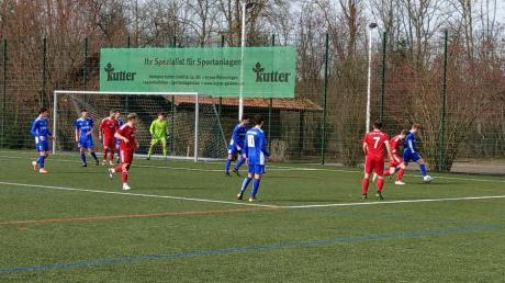 Wegen der Witterungsverhältnisse musste das Landesliga-Derby zwischen Egg und Illertissen II auf dem Kunstrasen in Buxheim stattfinden.