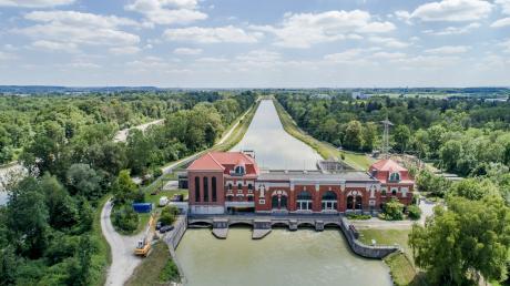 Das Wasserkraftwerk bei Langweid ist ein Beispiel für die Geschichte der Wasserkraftnutzung und soll deshalb zum geplanten neuen Fernradwanderweg gehören.