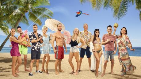 """Wer ist raus und wer hat gewonnen? Zehn Kandidaten nahmen anfangs bei der Reality-TV Show """"Promis unter Palmen"""" teil. Alle Infos zu den Stars finden Sie hier."""