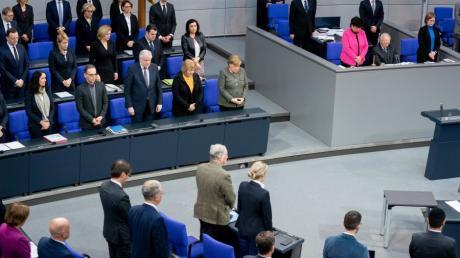 Die Bundesregierung, das Bundestagspräsidium und die Fraktionen gedenken im Bundestag der Opfer des Anschlags von Hanau.