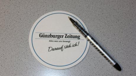 Auf einen Bierdeckel sollten die Kandidaten schreiben, wie sie sich den Landkreis Günzburg 2030 vorstellen. Sie durften den Bierfilz selbst wählen.