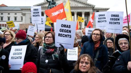 Eine Woche vor der Kommunalwahl gehen rund 5000 Menschen in München auf die Straße und protestieren.