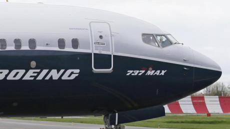 Die Angelegenheit betrifft nicht den Flugzeugtyp 737 Max, der seit gut einem Jahr wegen zwei Abstürzen binnen weniger Monate weltweit mit Startverboten belegt ist.