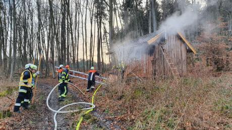 In Mattsies ist am Samstag eine Waldhütte in Brand geraten.