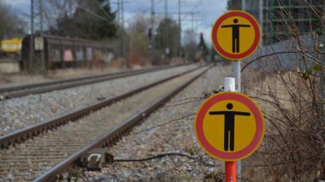 In der Region, so wie hier am Bahnhof Dillingen, nähern sich Schüler immer wieder den Gleisen und bringen sich dadurch in Gefahr.