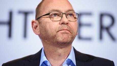 Verdi-Chef Frank Werneke fordert Konsum-Schecks.