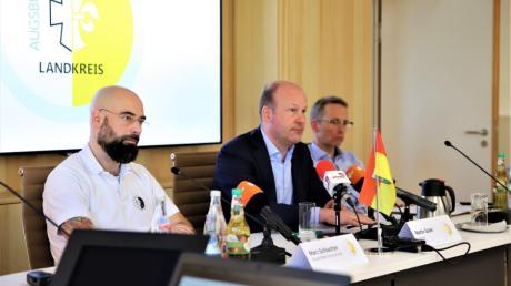 Landrat Martin Sailer appellierte in einer Pressekonferenz am Freitag an alle Bürger, sämtliche Termine und Veranstaltungen bis auf weiteres abzusagen.