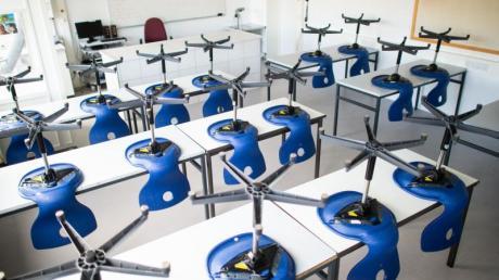 Geschlossen: Ein leeres Klassenzimmer im Carolus-Magnus-Gymnasium im Landkreis Heinsberg (NRW), der besonders stark vom Coronavirus getroffen wurde.