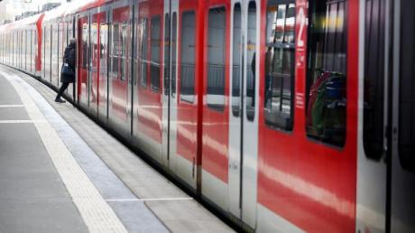 Wegen der Coronavirus-Krise zählt die Deutsche Bahn immer weniger Fahrgäste.