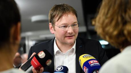 Gefragter Gesprächspartner am Sonntagabend im Landratsamt: Hans Reichhart ist der neue Landrat des Kreises Günzburg.
