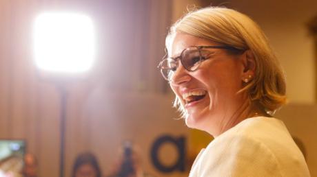 Eva Weber geht als Favoritin in die Stichwahl in zwei Wochen in Augsburg.