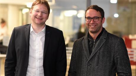 Mit Spannung wurden im Landratsamt Günzburg die Wahlergebnisse der Kommunalwahl am 15. März 2020 erwartet. Neuer Landrat wird der CSU-Kandidat Hans Reichhart (links). Der Zweitplatzierte Max Deisenhofer Grüne gratulierte ihm zum Sieg.