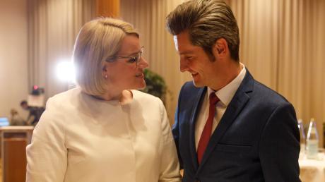 Sie gehen gegeneinander in die Stichwahl um das Amt des Oberbürgermeisters in Augsburg: CSU-Kandidatin Eva Weber und Dirk Wurm von der SPD.