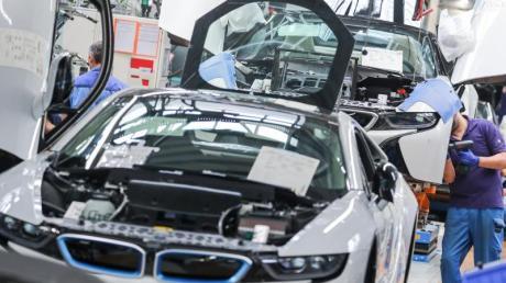 BMW setzt die Produktion in der Corona-Krise vier Wochen lang aus.