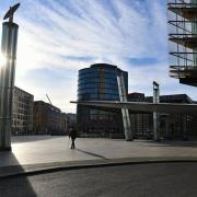 Sonst sehr belebt, während des Lockdowns fast ausgestorben: Der Potsdamer Platz in Berlin.