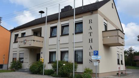 Das Bild zeigt das Rathaus der Gemeinde Holzheim.