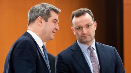 Jens Spahn (r.) liegt in einer Umfrage bei der Frage zum CDU-Vorsitz vorn, Markus Söder (l.) bei der K-Frage.