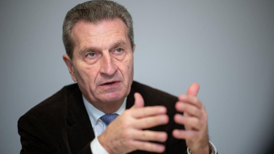 Der frühere EU-Kommissar Günther Oettinger warnt die EU-Kommission davor, die Lufthansa durch überzogene Auflagen erheblich zu schwächen.