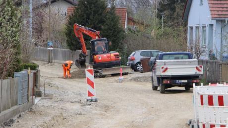 Der erste Teil der Ortsdurchfahrt in Schmiechen ist bereits erneuert worden. Ab Montag wird nun der zweite in Angriff genommen, was aber für die Anwohner und Geschäftsleute weniger Einschränkungen bedeutet.