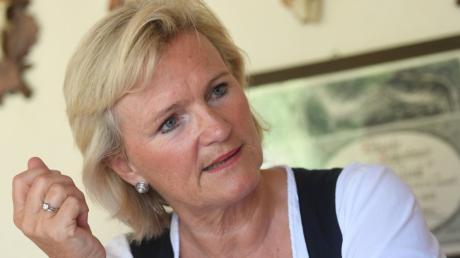 Ihre Hände verraten, was angesagt ist: zupacken, durchhalten. Angela Inselkammer ist die Chefin des Gaststättenverbandes.