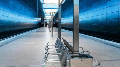 Eine menschenleere U-Bahn-Station in Hamburg.