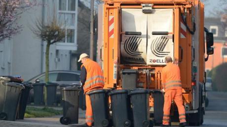Wegen eines technischen Defekts verlor ein Müllfahrzeug in Zusmarshausen eine Menge Öl.