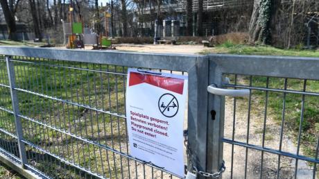 In Augsburg sind die Spielplätze wegen der Corona-Pandemie gesperrt.