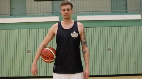 Basketballer Benedikt Herz ist mit 2,2 Metern einer der größtzen Spieler seines Teams. Der Center blüht derzeit richtig auf.
