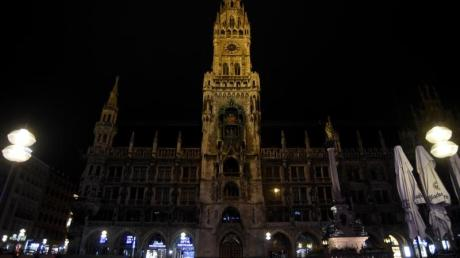 Der menschenleere Marienplatz in München.