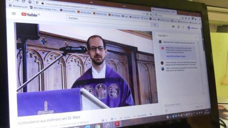 Zuhause auf dem Laptop konnten die Gläubigen der Pfarreiengemeinschaft Altenstadt den Sonntagsgottesdienst mit Pfarrer Thomas Kleinle mitfeiern.