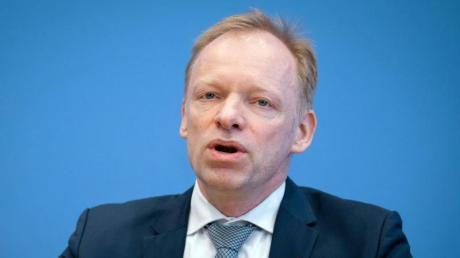 Clemens Fuest, Präsident des ifo-Instituts, erwartet durch die Corona-Krise Kosten in Höhe von Hunterten Milliarden Euro.