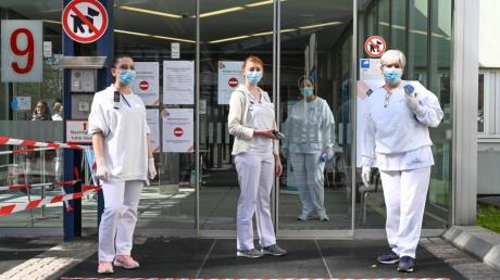Immer mehr Menschen sind mit dem Coronavirus infiziert. Auch in Augsburg steigen die Zahlen.