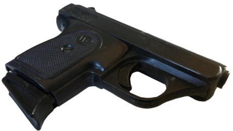 Ein Streit in einer Wohnung in Bühl eskaliert. Ein 58-Jähriger soll zur Waffe gegriffen haben. Mehrere Einsatzkräfte umstellen die Wohnung.