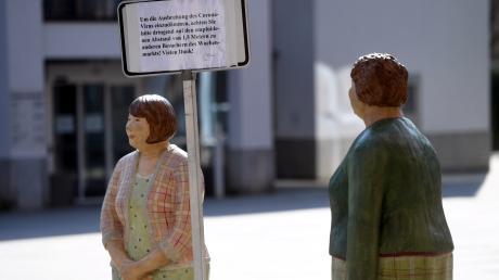 Abstand halten ist wegen der Corona-Krise das Gebot der Stunde - hier künstlerisch umgesetzt in Gersthofen.